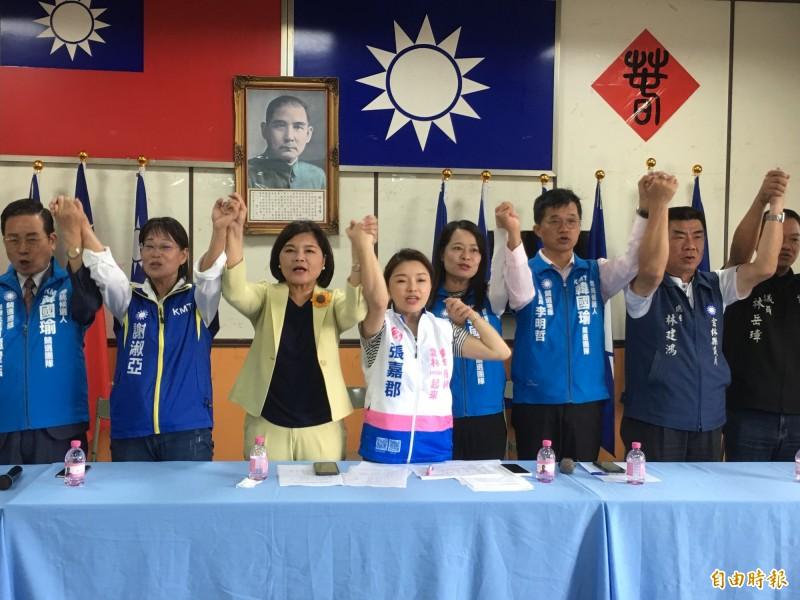 國民黨雲林縣黨部公布總統立委競選組織,雲林縣長張麗善(左3)接任主委。(記者林國賢攝)