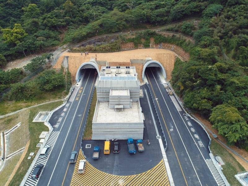 蘇花改力拚明年1月5日全線通車,照片畫面是觀音隧道北口。(圖由蘇花改工程處提供)