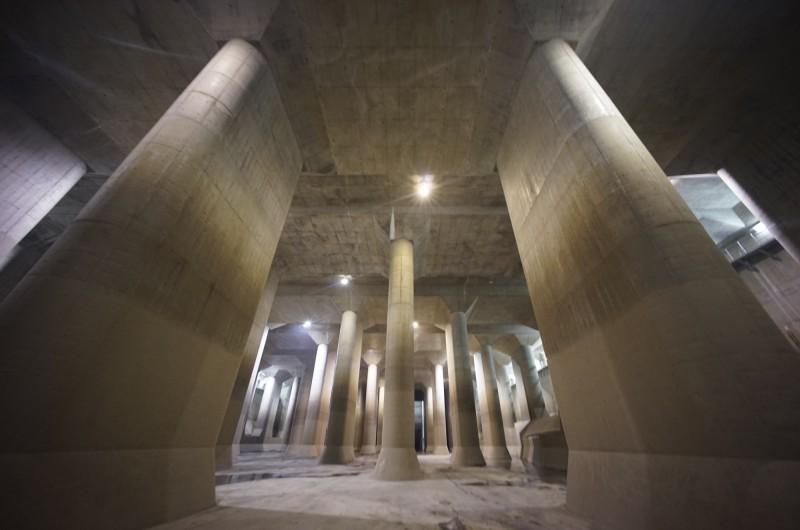 颱風「哈吉貝」重創日本,吸引不少遊客到訪的防洪「地下神殿」時隔4年全面啟用,從12日至14日早上共排出了1000萬噸的洪水。圖為「地下神殿」平時情形。(美聯社)