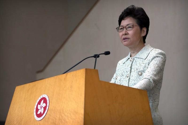 外傳香港政府可能會暫停或延後11月底的區議會選舉,特首林鄭月娥今表示,政府會盡最大努力舉行選舉,並指責暴徒為選舉蒙上陰影。(美聯社)