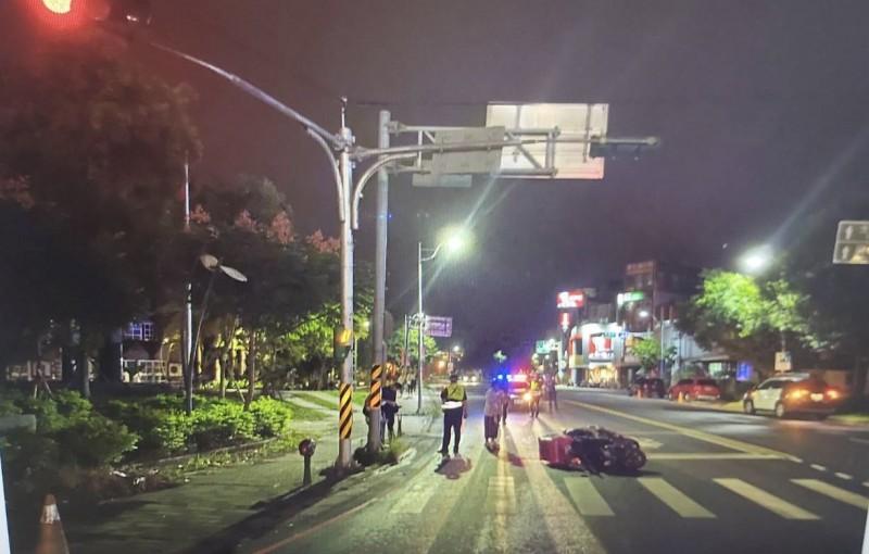美食外送平台外送員常為接更多單搶快,或邊騎車邊滑手機,導致發車交通事故,即使遵守交通規則,也可能發生意外,宜蘭縣10月以來已發生7件跟外送員有關的車禍。(記者林敬倫翻攝)