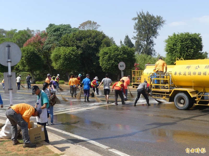 1000公斤廢油污染路面  金門封路2.5小時救援