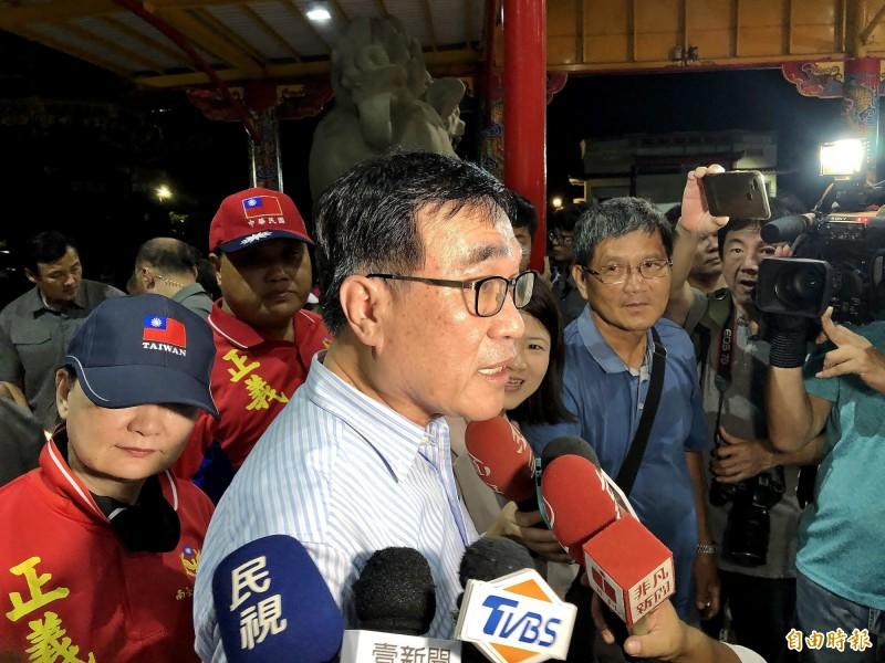 李四川在三隆宮受訪表示,韓國瑜小琉球的行程並非他安排。(記者許麗娟攝)