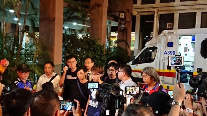 香港人反抗》岑子杰遇襲上救護車仍喊:五大訴求,缺一不可