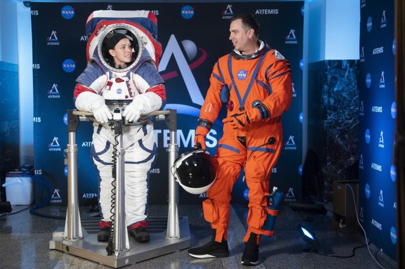 告別兔子跳! NASA發表新太空服 2024年再現月球漫步