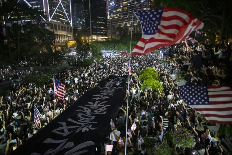 美國聯邦眾議院15日一致通過《香港人權與民主法案》、《保護香港法案》與《與香港站在一起》。(彭博資料照)