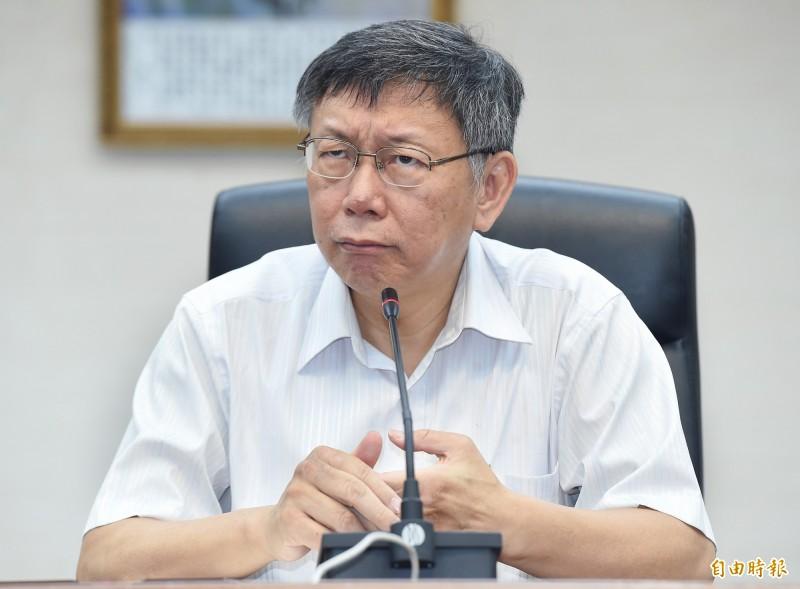 台北市長柯文哲16日出席市府新、卸任秘書長交接典禮,會後受訪。(記者廖振輝攝)