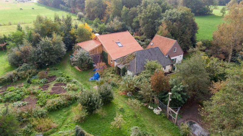 荷蘭小村莊魯納沃德發現一個「隱世與外隔絕」長達9年的家庭,引發社會關注。(歐新社)