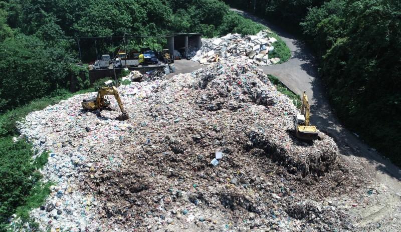竹東6000噸垃圾山快清完了?竹縣府:僅剩1943噸、年底清完