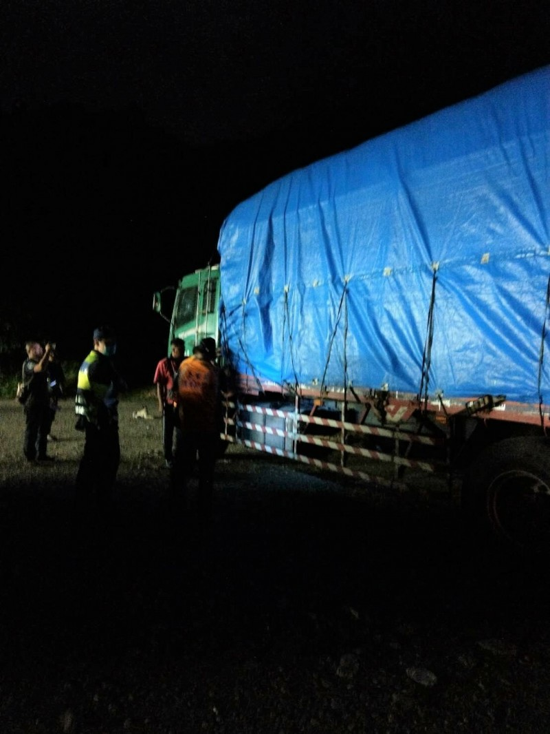 1次6萬罰不怕?台東今年迄今已攔罰8輛載運生雞糞貨車