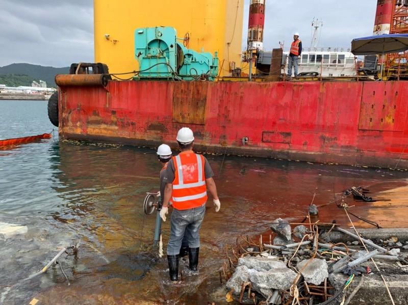 南方澳斷橋》持續切割橋面版 今啟動2艘沉船打撈前置作業