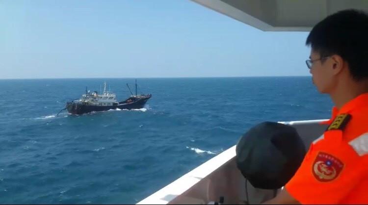 三千噸高雄艦支援澎湖,增強取締中國漁船能量。(澎湖海巡隊提供)