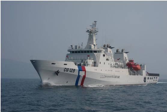 三千噸高雄艦抵澎支援,因應澎湖東北季風起海象惡劣狀況。(澎湖海巡隊提供)