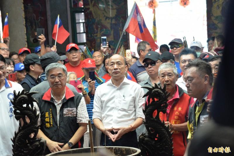 韓國瑜傾聽之旅拜廟 群眾推擠拉喊叫