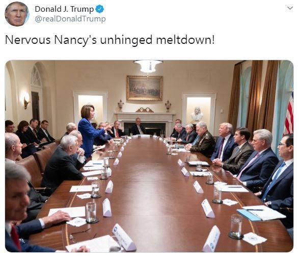 美國總統川普寫推特稱裴洛西緊張兮兮、精神崩潰,並上傳一張裴洛西在會議上的照片。(擷取自川普推特)
