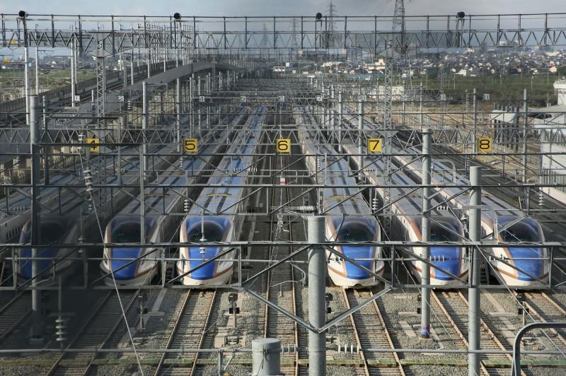 鐵道專家表示,重新生產一輛新列車時間,可能比更換全部零件再測試還快。(法新社)