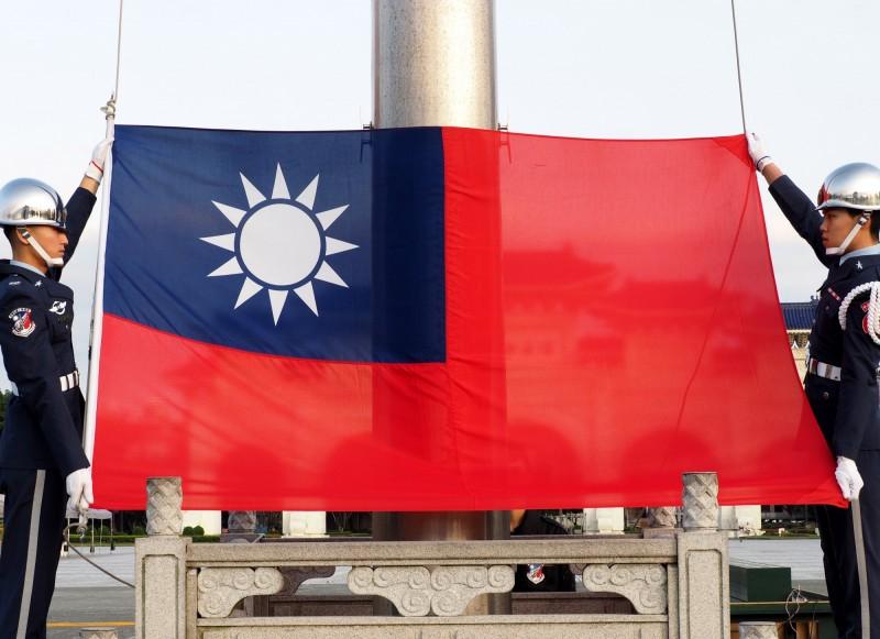 悚!台灣人南京拿國旗遭中警拘留 15點問答再曝驚人細節