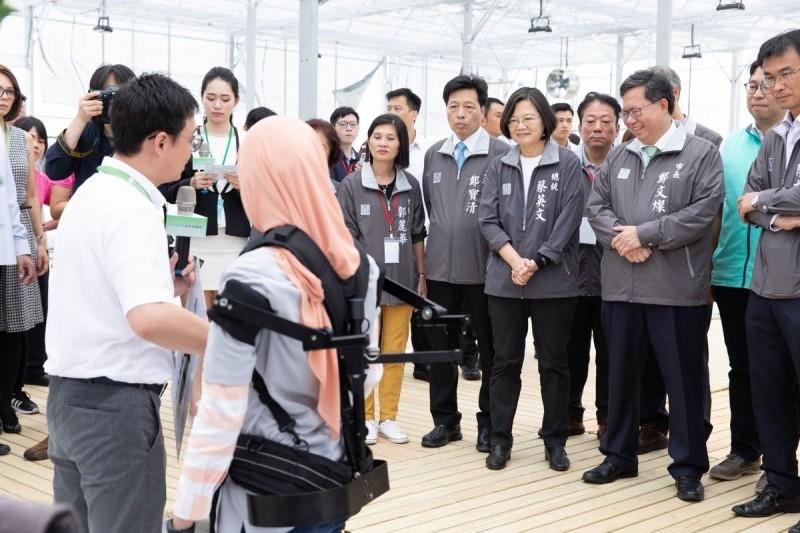 中山大學研發「鋼鐵力士」 讓印尼南蘇門答臘省長驚豔