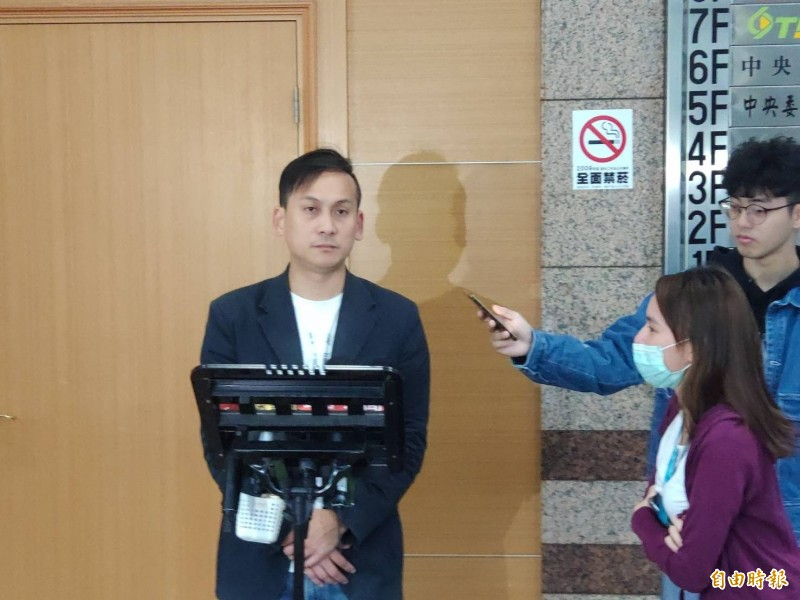 高雄市長韓國瑜銷假半天回高市府會美方,被質疑與選舉掛勾,韓陣營發言人葉元之解釋:一個單純事件行程。(記者施曉光攝)