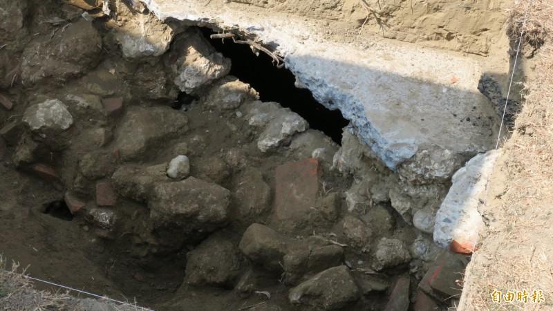 府城福安坑溪試掘現場磚頭 文史工作者:與熱蘭遮城尺寸吻合