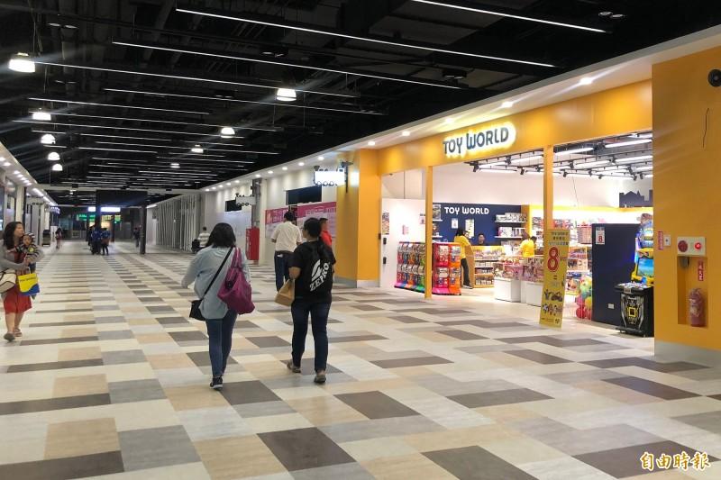 屏東潮州火車站商場「潮州驛站」17日起試營運,首日營業額逾20萬。(記者邱芷柔攝)