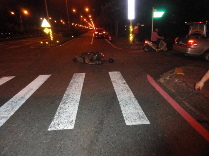 宜蘭市環市東路與黎明三路口昨天傍晚發生一起死亡車禍,宜蘭高商教官不幸喪命。(記者林敬倫翻攝)