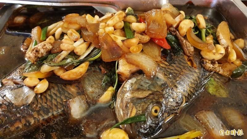 店裡海鮮魚類美味可口。(記者張聰秋攝)