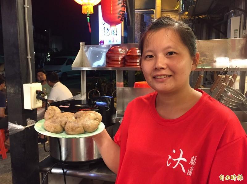 鎖住台灣味的糯米腸,是小店必點、必吃的招牌菜。(記者張聰秋攝)