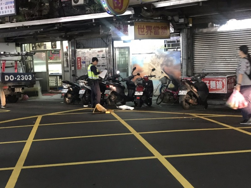 情侶檔當街被砍,警方調查中(記者邱俊福翻攝)