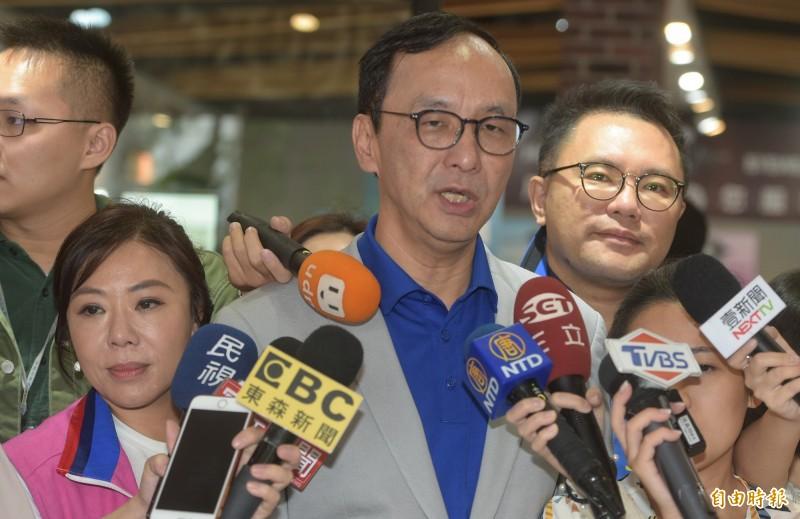 前新北市長朱立倫18日接受媒體訪問,對黨中央開除李正皓、鄭佩芬的黨籍表示遺憾,並呼籲不要把同志變成敵人。(記者張嘉明攝)