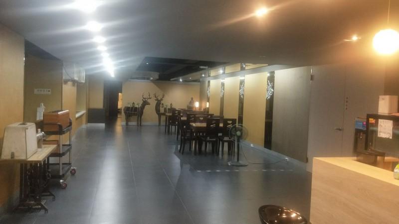 賴賢賢重起爐灶開直播,有粉絲霸氣提供250坪商辦大樓場地免費使用。(圖擷自賴賢賢臉書)