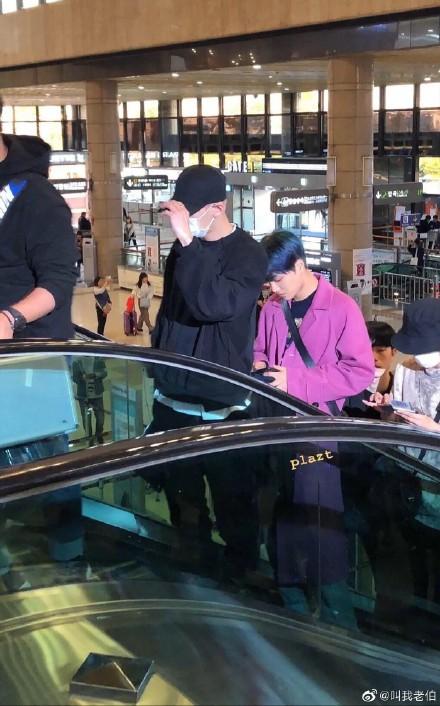 雪莉出殯KAI穿粉色遭砲轟 粉絲護航「別道德綁架」