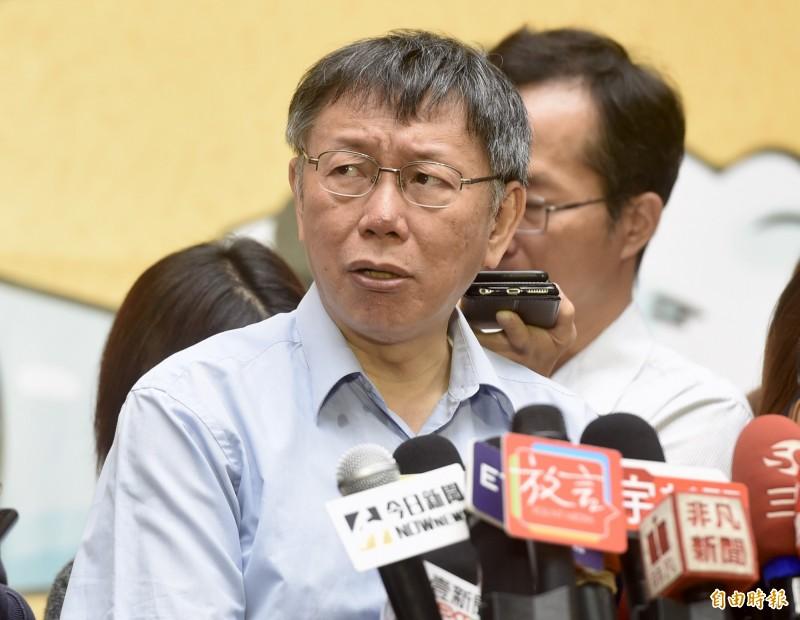 台北市長柯文哲18日出席「108年台北節能季-節能搜查線」成果表揚大會,會後接受媒體訪問。(記者簡榮豐攝)