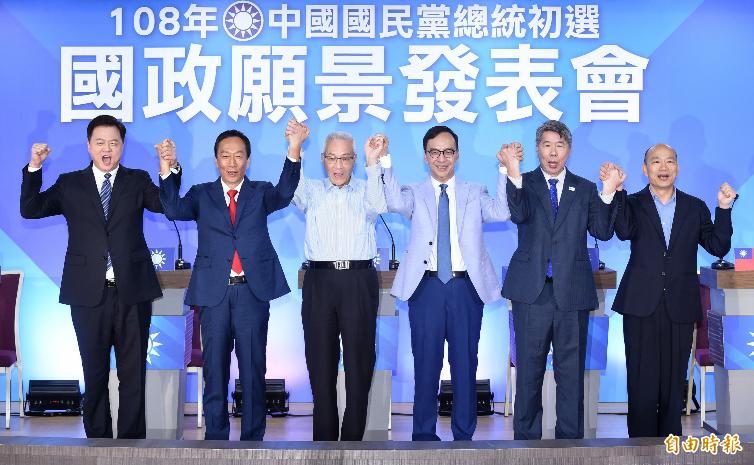 國民黨2020年總統大選黨內初選,參加的人士由左至右有周錫瑋、郭台銘、朱立倫、張亞中與韓國瑜。(資料照)