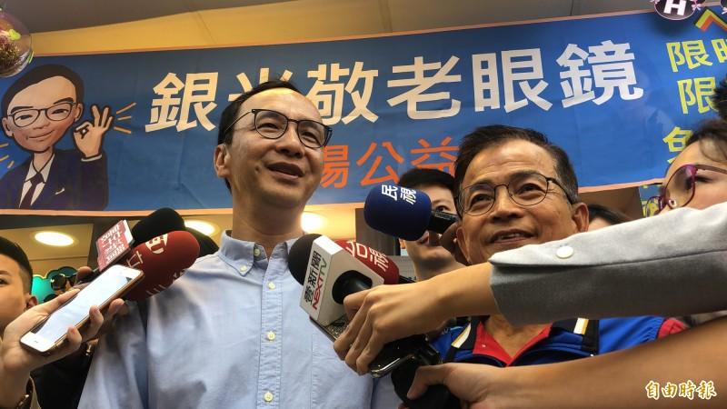 朱立倫到台北市文山區幫國民黨立委賴士葆輔選,並接受媒體聯訪。(記者陳昀攝)