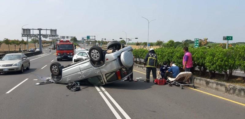 嘉義縣太保市高鐵大道上發生車禍意外。(記者林宜樟翻攝)