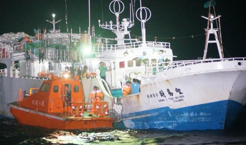 台灣遠洋船長馬紹爾海域中風 巡防艦馳援千浬救援