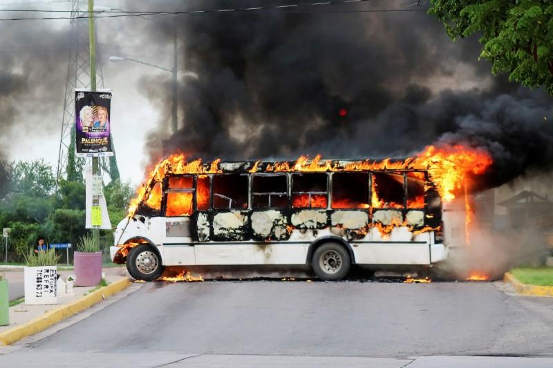墨西哥安全部隊日前逮捕大毒梟「矮子」古茲曼的兒子歐維迪歐,隨後卻在遭毒梟槍手圍攻時無奈把歐維迪歐放走。(路透)