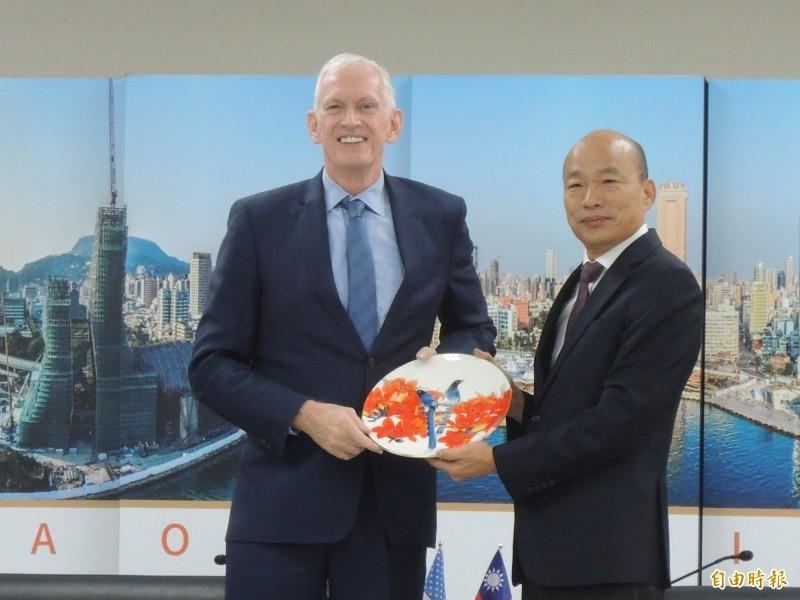 高雄市長韓國瑜(右)昨與美國在台協會主席莫健會面,雙方閉門會談約40分鐘。(資料照)