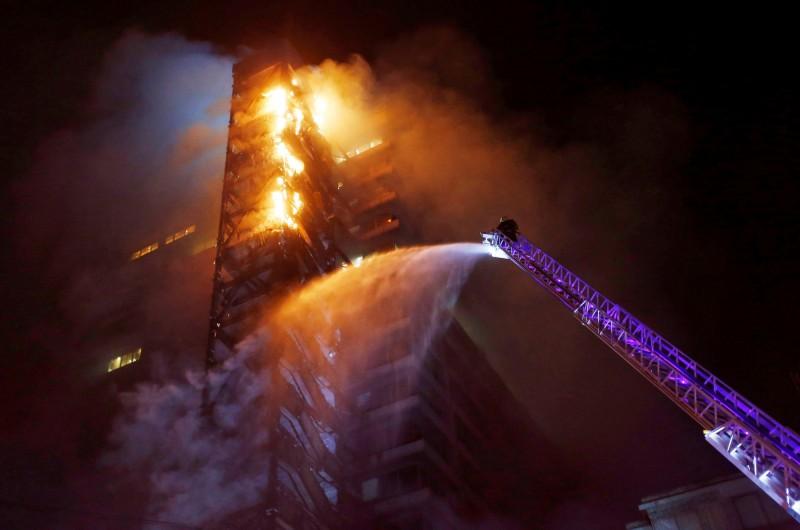 智利示威失控!首都大樓陷火海 總統宣布進入緊急狀態