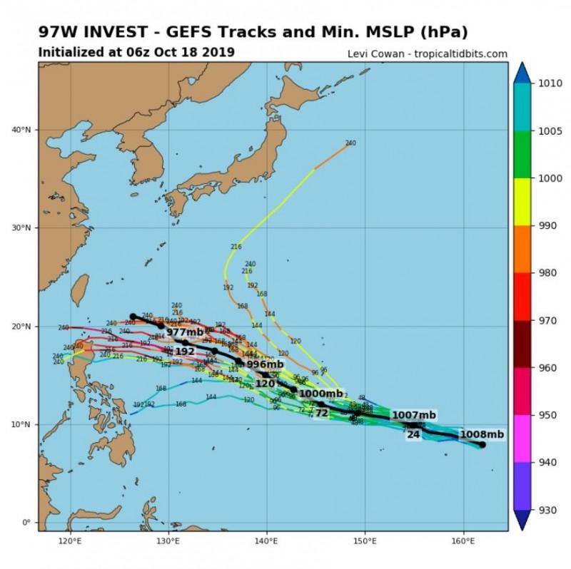 全球預報系統(GFS)模擬路徑圖顯示,西太平洋上的熱帶系統可能於192小時(見圖)內持續增加強度。(圖擷取自tropicaltidbits)