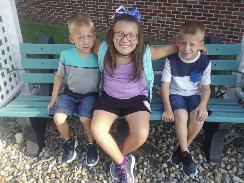 6歲雙胞胎兄弟澤維爾和梅森(Xzavier and Mason Ingle),與9歲的姊姊愛莉薇亞(Alivia Stahl)命喪輪下。(美聯社)