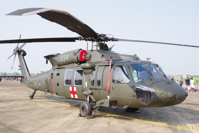 空軍評估認為有必要將5架黑鷹直升機進行構改,並且增購多項裝備,具備海上夜間搜救能力,國防部已核定計畫,並且要以19億6251萬元來執行。(資料照)