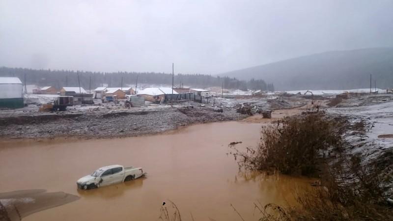 俄羅斯西伯利亞大壩坍塌沖走附近金礦工人,至少造成13死14傷,另外還有超過12人下落不明。(法新社)