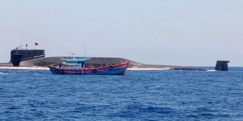 國際潛艇戰分析家薩頓認為,該中國潛艇應是被漁網纏住才浮出水面。(圖擷取自越南臉書)