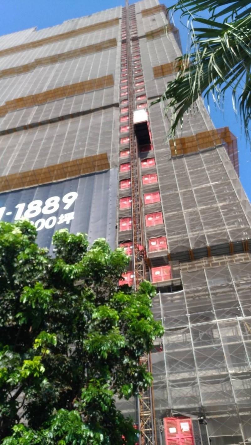 疑施工不慎 工人從32樓摔落17樓鷹架亡