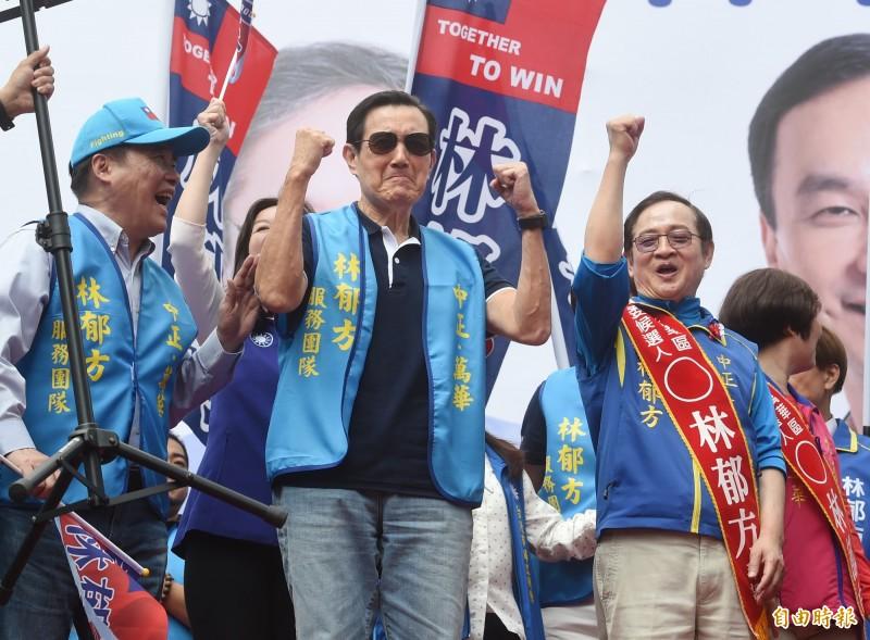 立委參選人林郁方20日成立競選總部,前總統馬英九前往加油打氣。(記者方賓照攝)