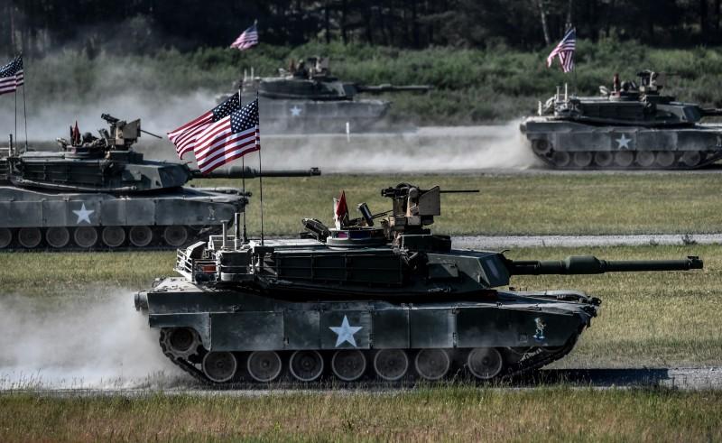 美國陸軍M1A2戰車填彈手梅斯(Ezra Maes),在波蘭服役時因煞車失效導致戰車撞上堤防,當時他以為自己的軍服被卡進坦克裡,用力一撕卻發現他的右腳也跟著不見了。M1A2戰車示意圖。(歐新社)