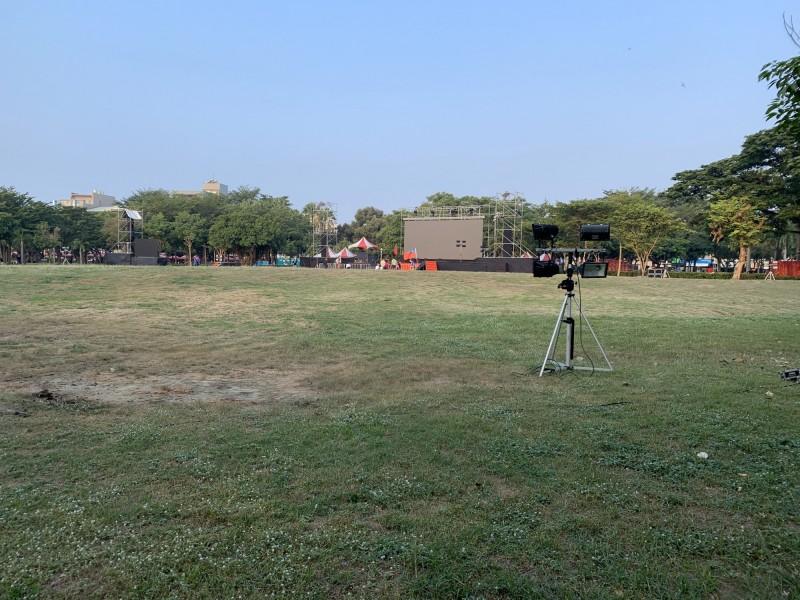 水萍塭公園韓國瑜造勢活動前的草坪。(民眾提供)