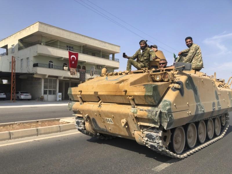 土耳其表示,希望敘利亞政府軍從邊境撤出,讓土耳其開始安置200萬難民的作業。(美聯社)